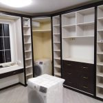 Гардеробная со встроенным шкафом купе - Мебельная фабрика Адалит