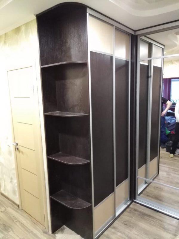 Встроенный угловой шкаф купе в прихожей - Мебельная фабрика Адалит