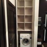 Встроенный в нишу распашной шкаф