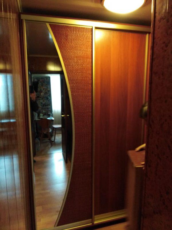 Корпусной шкаф купе с двумя дверьми