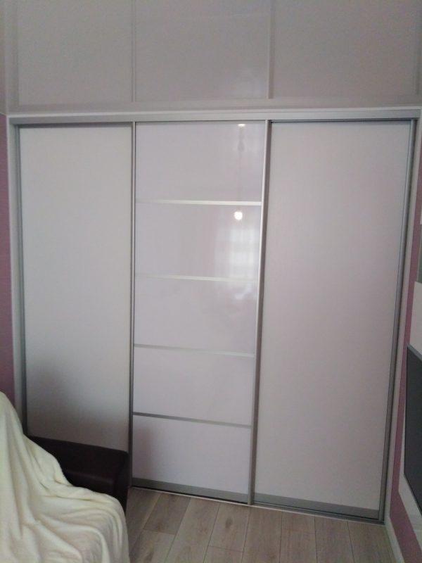 Белый шкаф-купе для маленькой комнаты - Мебельная фабрика Адалит