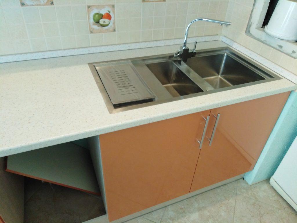 Апельсиновая кухня линейной расстановки - Мебельная фабрика Адалит