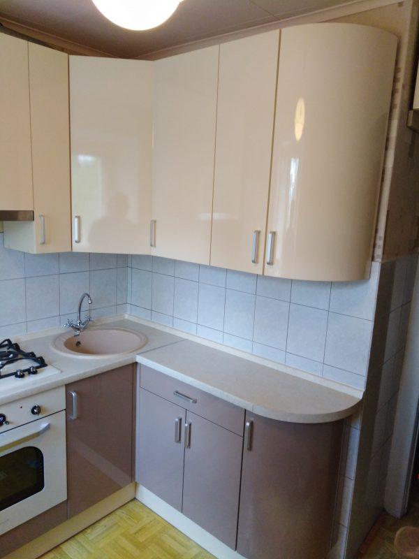 Угловая кухня с радиусным фасадом - Мебельная фабрика Адалит