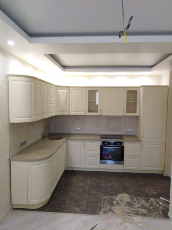 Уютная кухня молочного цвета - Мебельная фабрика Адалит