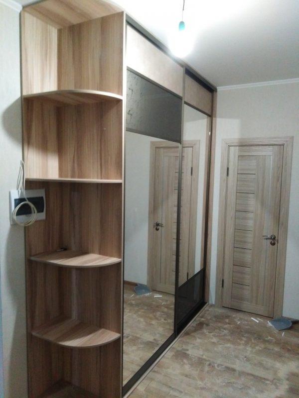 Оригинальный шкаф-купе для прихожей со вставками из стекла - Мебельная фабрика Адалит