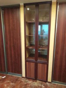 Встроенный в нишу распашной шкаф с рамочными фасадами - Мебельная фабрика Адалит