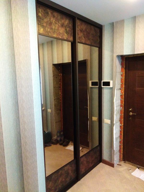 Шкаф-купе с кожей и зеркалом - Мебельная фабрика Адалит