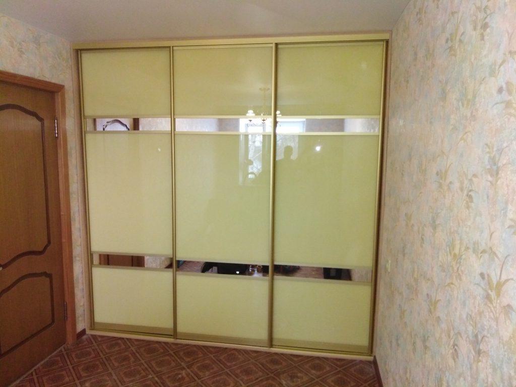 Встроенный шкаф купе с тремя комбинированными дверьми - Мебельная фабрика Адалит