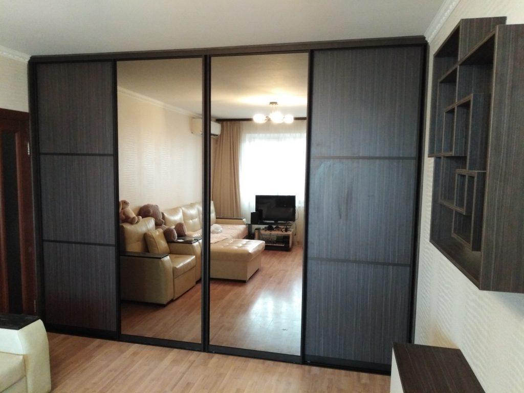 Вместительный встроенный шкаф купе с четырьмя дверьми - Мебельная фабрика Адалит