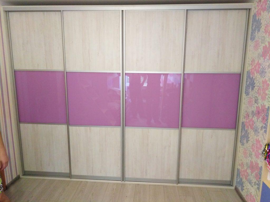 Встроенный шкаф купе с сиреневыми вставками - Мебельная фабрика Адалит