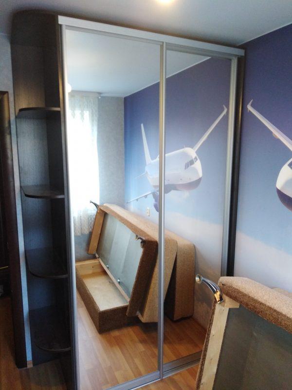 Встроенный шкаф купе с двумя дверьми со скругленным терминалом - Мебельная фабрика Адалит