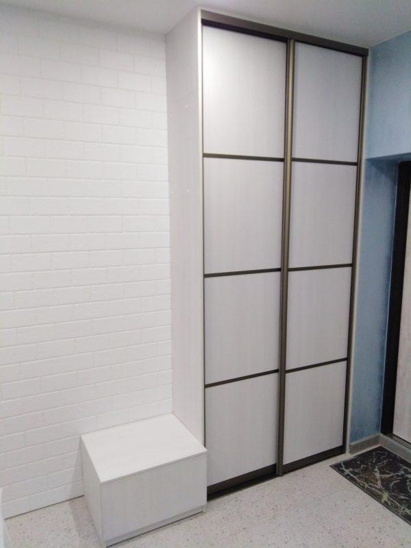 Прихожая - тумба и встроенный шкаф купе - Мебельная фабрика Адалит